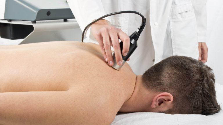 Gli ultrasuoni sono un mezzo fisico che, avvalendosi di vibrazioni sonore a frequenza molto elevata, quindi non percepibili dall'orecchio umano, vengono utilizzati in ambito fisioterapico.